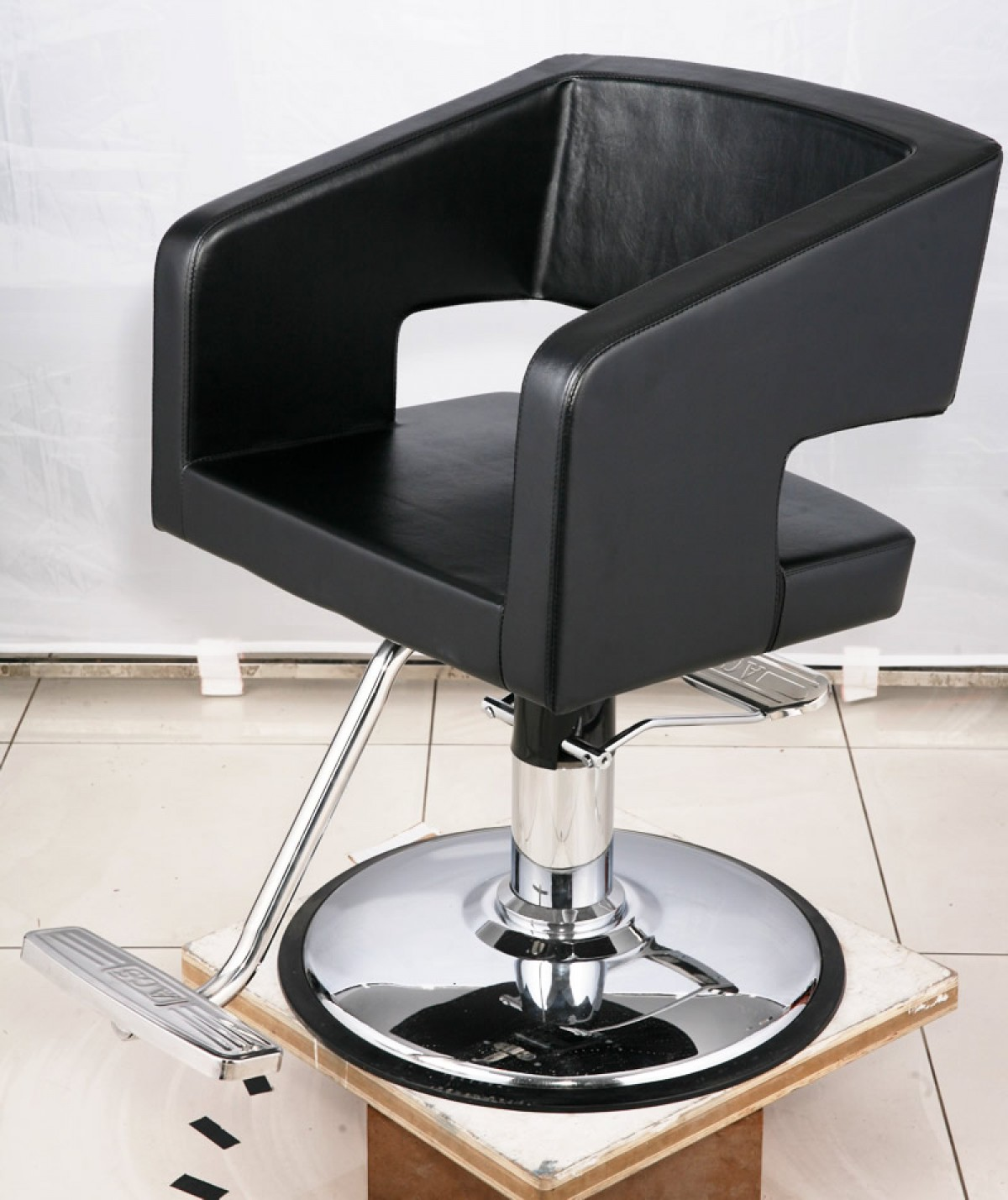 """""""PICASSO"""" Salon Styling Chair"""